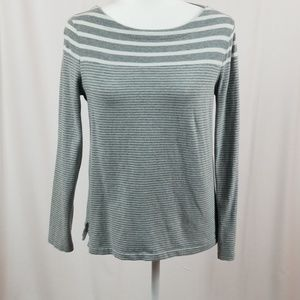 GAP grey and white long sleeved top size medium.